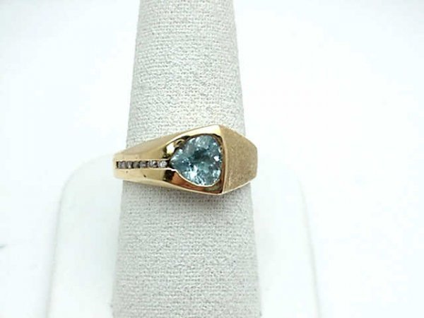 7: Lady's 14kyg aqua and diamond ring