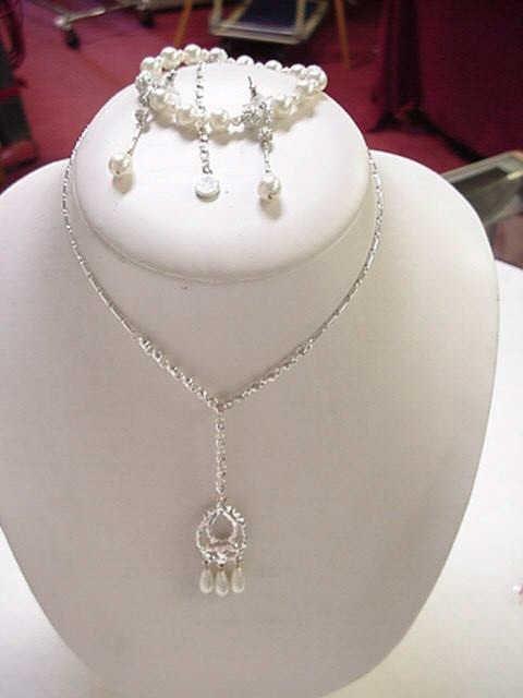10: Set of Swarovski pearl&crystal jewelry