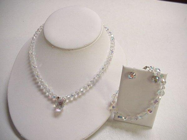 16: Set of Swarovski crystal jewelry