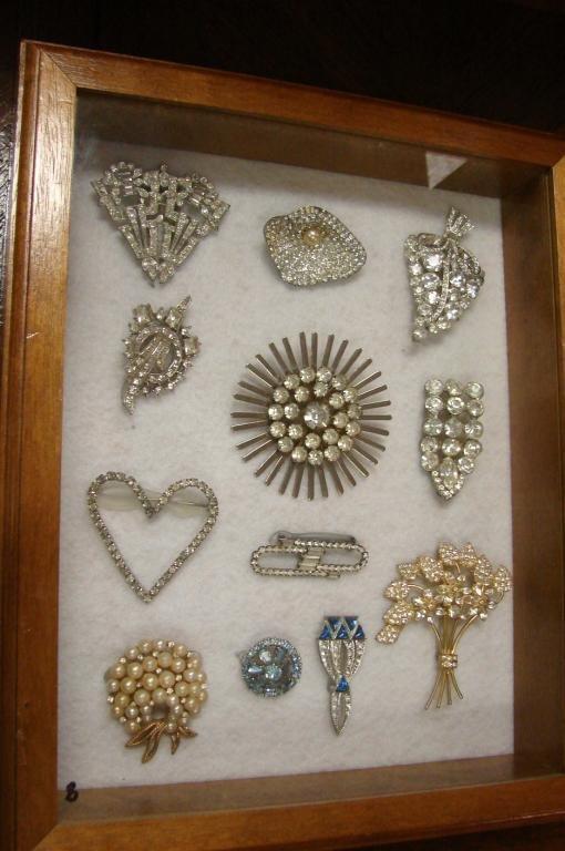 85: 56 pcs. Vintage Costume Jewelry 1930's - 1960's