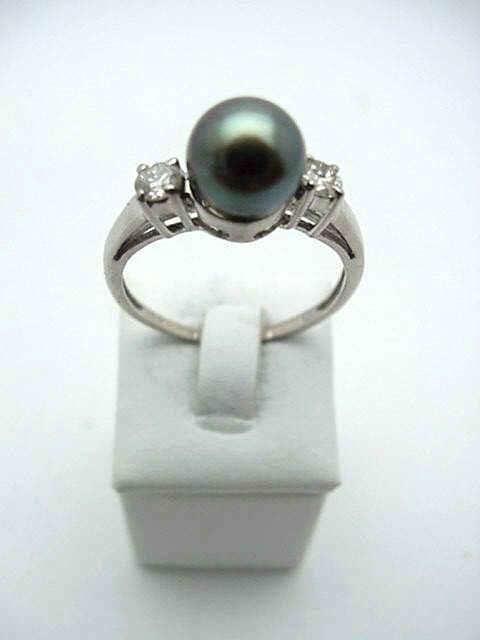 5A: Lady's 14kwg blk pearl&diamond ring