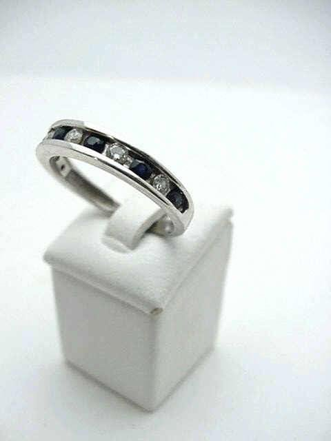 5B: Ldy's 14kwg sapphire & diamond band