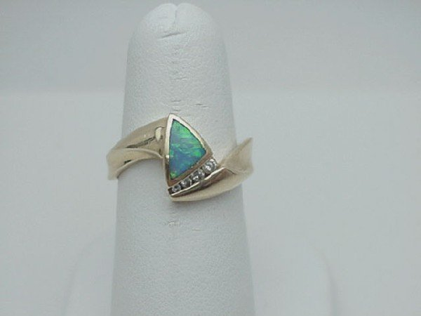 10: Lady's 14kyg opal/diamond ring