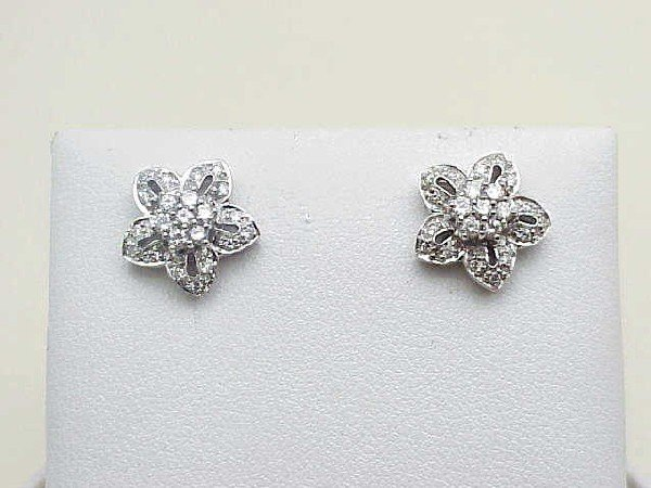 12: Lady's 14kwg floral diamond earrings