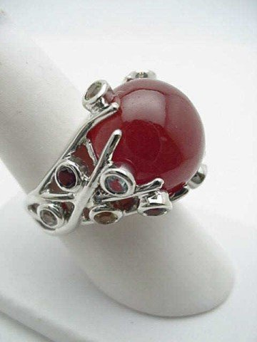 8A: Lady's sterling silver ring with cabochon carnelia