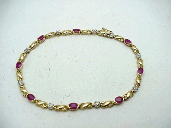 4A: Lady's 18kyg ruby and diamond bracelet w/8 oval ru