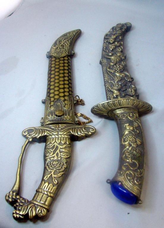 18: 2 Sheathed Daggers