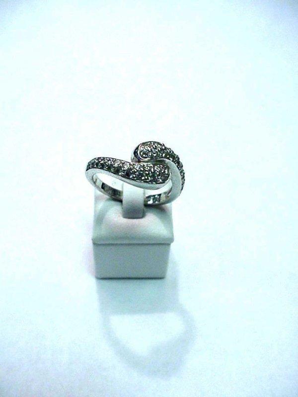 6: Lady's 18kwg diamond fashion ring .50ctw