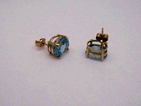 15: 14kyg oval shaped blue topaz earrings