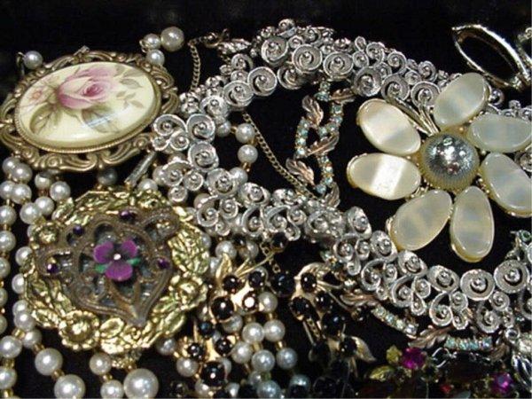 4: Lot of beautiful vintage costume jewelry