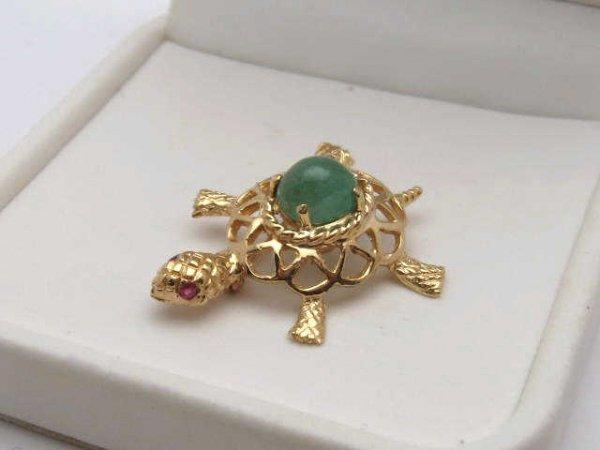 19: 14kyg turtle pin with jade & ruby