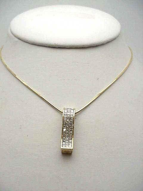 165: 14kyg diamond bar pendant 1.50ctw