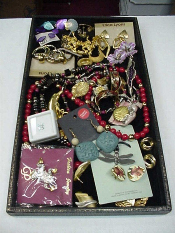8A: Lot of costume jewelry