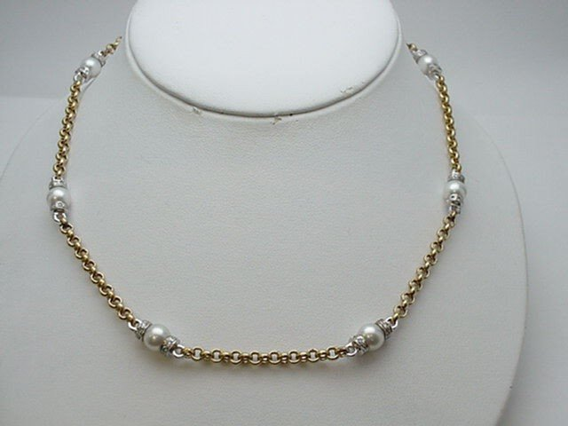 21: Lady's 18kyg pearl/diamond necklace