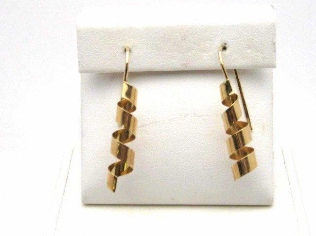 12: 14kyg swirl design earrings