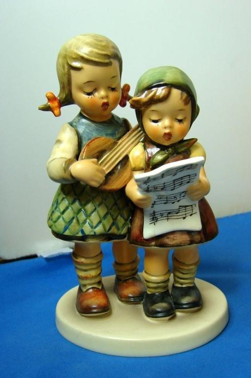 9: Hummel Figurine Close Harmony, #336