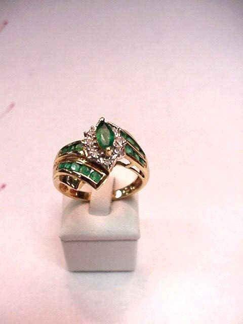 3A: Emerald & diamond ring in 10kyg