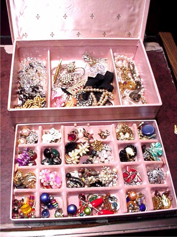 6: Lot of costume jewelry
