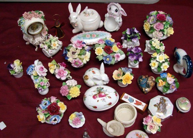 18: Lot of 33 fine bone china pcs., most are bouquets