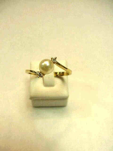 3A: 14kyg pearl and diamond ring