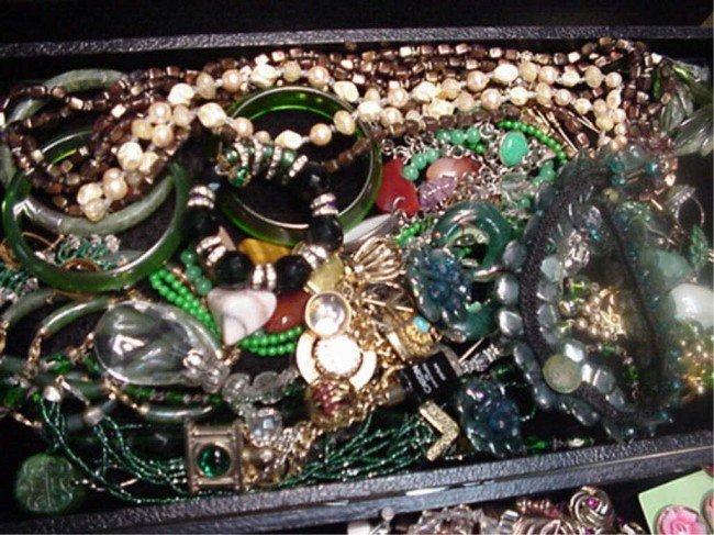 17A: Lot of jewelry rings, earrings etc