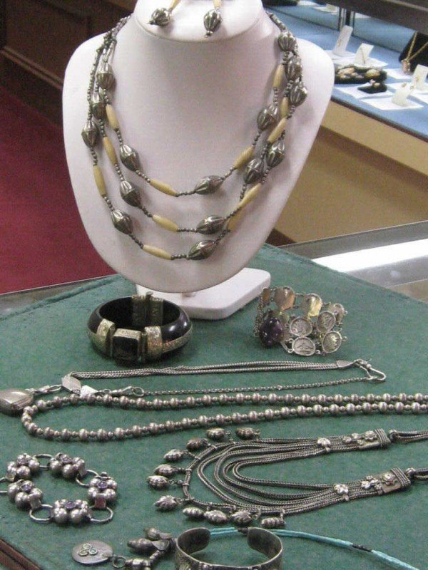 11: Lot of vintage silver jewelry