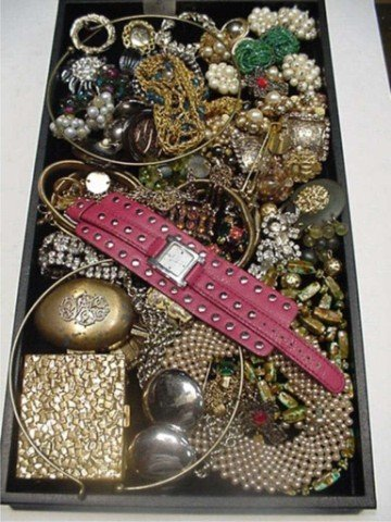 7B: Lot of costume jewelry watches, compacts