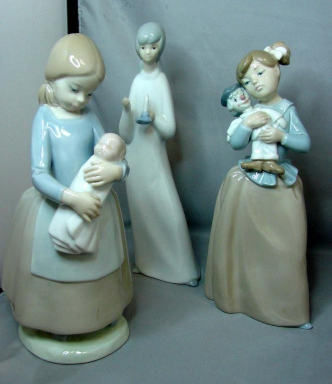 7: 2 Lladro Nao Young Girl Figs., +Girl in Nightgown