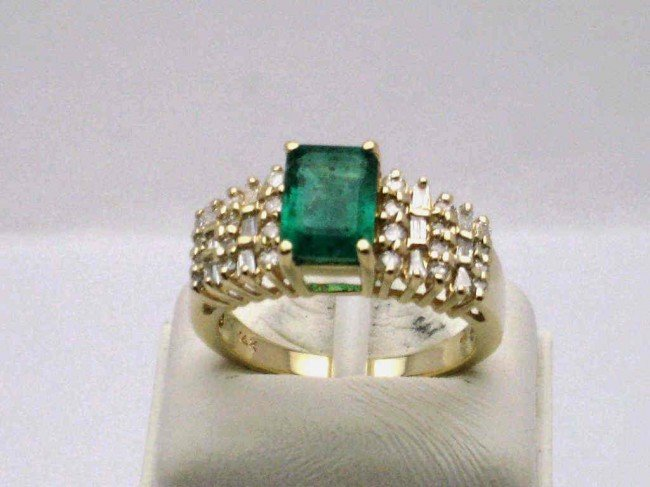 10: 14kyg emerald & diamond ring
