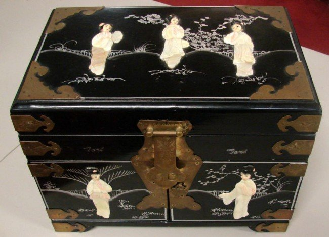 132: Chinese Black Jewelry Box w/Mother of Pearl Figure