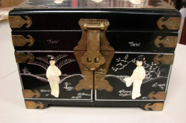 132: Chinese Black Jewelry Box w/Mother of Pearl Figure - 3