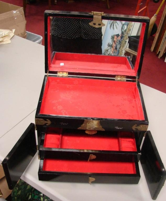 132: Chinese Black Jewelry Box w/Mother of Pearl Figure - 4