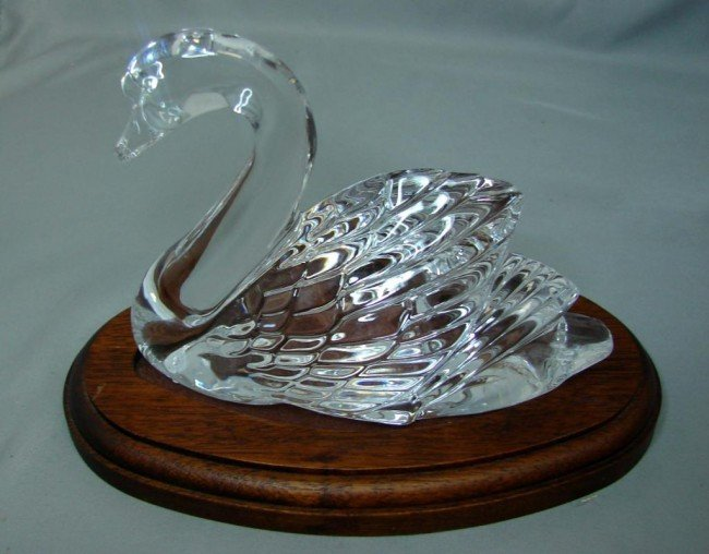 18: Waterford Swan on fitted wooden base