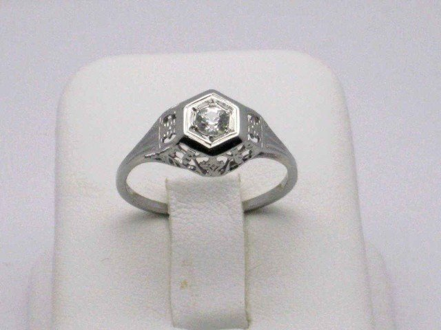 11: Vintage 18kwg diamond ring