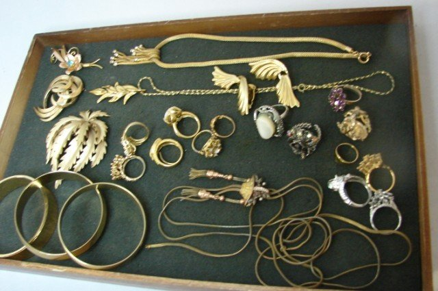 1: Lot of Costume Jewelry incl. Trifari Pins