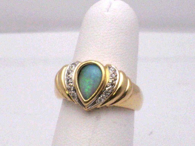 4: 14kyg opal & diamond ring
