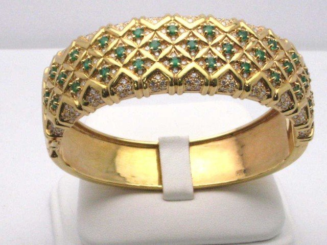 15A: 18kyg emerald & diamond bangle 86gr