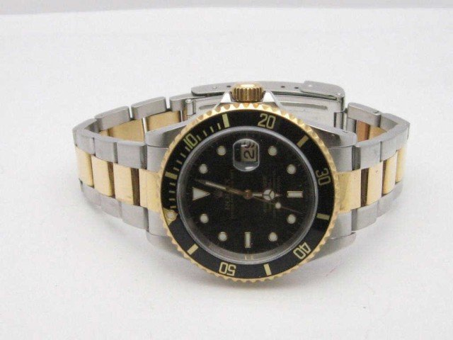 129: Man's 18kyg/stainless Rolex Submariner black