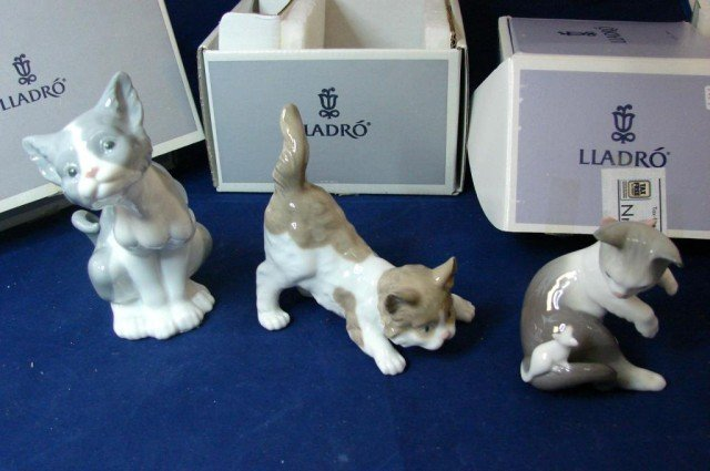 7: 3 Lladro Cat Figs: Cat & Mouse, Scaredy  Cat & Cat