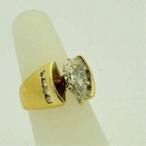 17B: 2.17ct pear shaped diamond ring 14kyg