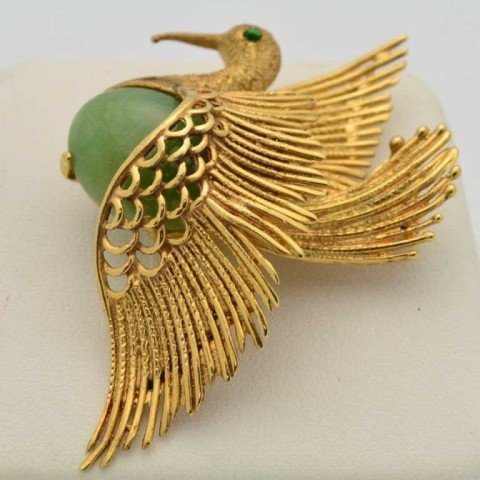20: 18kyg dove brooch with jade