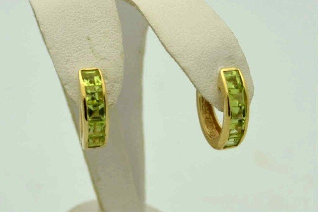 21A: 14kyg peridot hoop earrings