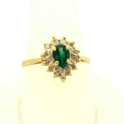 9: 14kyg emerald & diamond ring