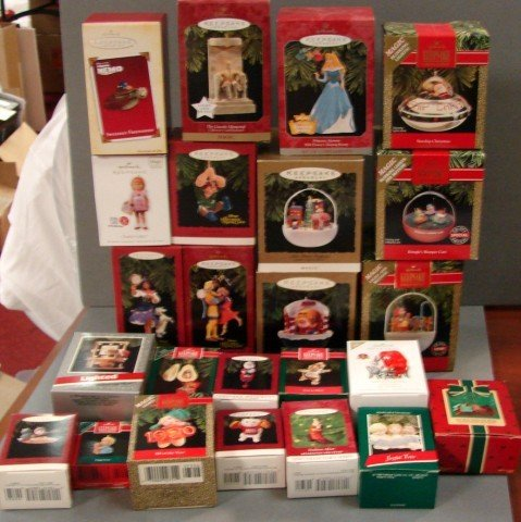 1: 24 Hallmark Keepsake Ornaments incl. 3 Magic