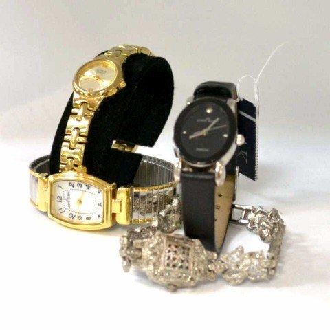 9: Lot of lady's quartz watches