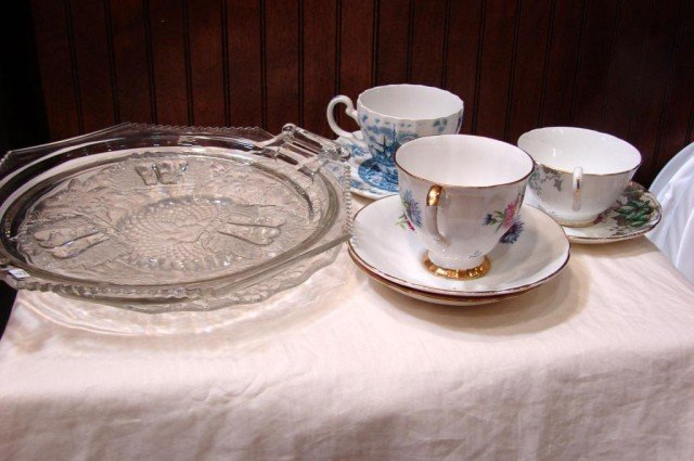 19: Vintage Lot: 3 sets bone china cups, 2 collector p