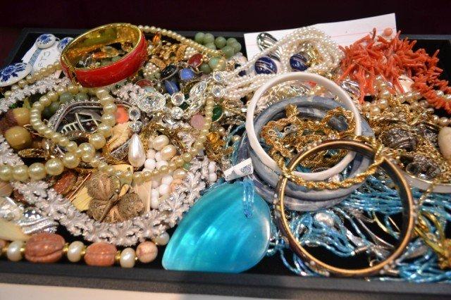 1: Lot of costume jewelry Trifari