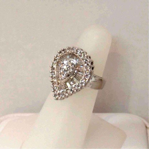 117: 14kwg teardrop diamond ring 1.50ctw
