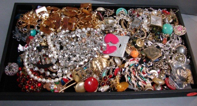 3: Lot of  assorted vintage costume jewelry