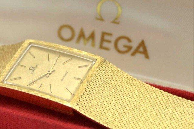 14A: 14kyg Omega quartz watch